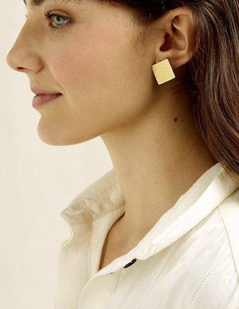 square-stud-earrings-d72a022b3be3